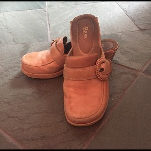 Bass camel colored leather clogs
